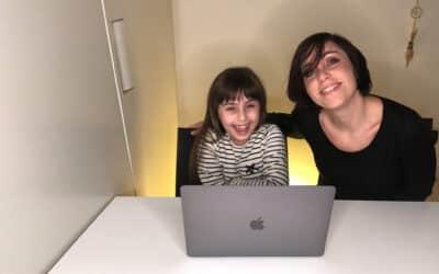 Giulia e la sua mamma per il progetto TOC TOC, la riabilitazione a distanza per i bambini con autismo